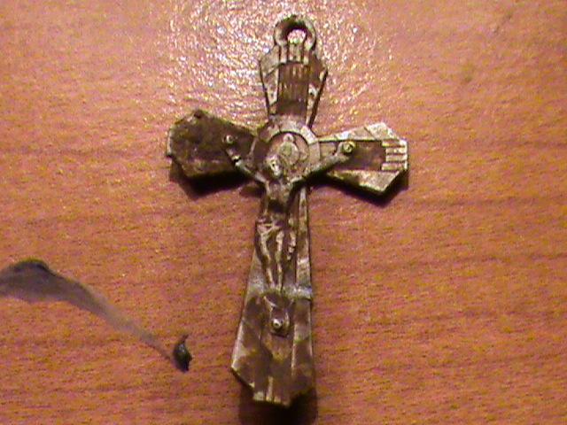 Crucifix milieu XXème  Dsc00380