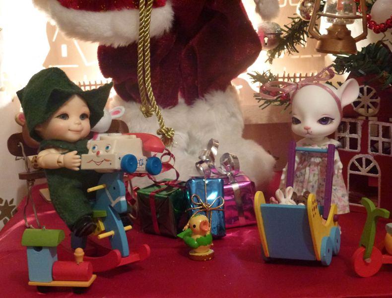 Puck... mon Nappy Choo Dalang et son amie Millie... ont vu le Père Noël... page 4. - Page 2 P1120223