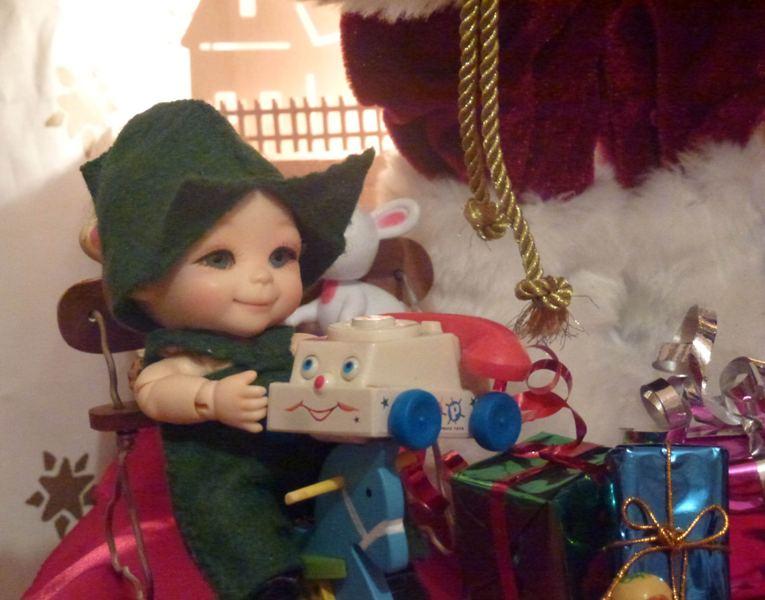 Puck... mon Nappy Choo Dalang et son amie Millie... ont vu le Père Noël... page 4. - Page 2 P1120224