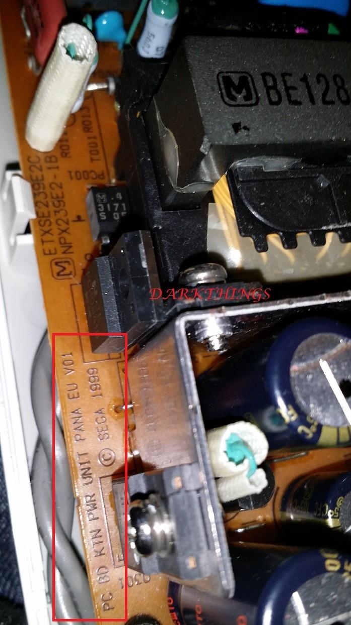 [TUTO] Reconnaitre Une alim 220V ou 110 Dreamcast Alim2213