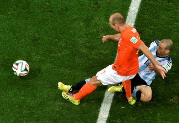 MASCHERANO WIN THE GAME FOR ARGENTINE YESTERDAY...True or False Mscra11