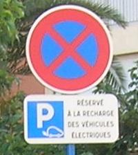 Un automobiliste sur une place de recharge I - Page 2 Dscn2412