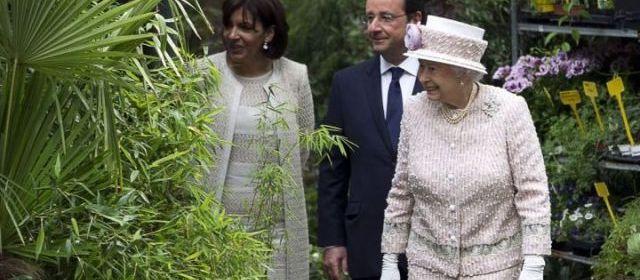 La reine Elizabeth II - Page 3 39048010