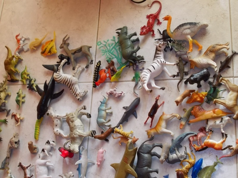 LOTTO 100 animali e dinosauri in plastica morbida e dura 00210