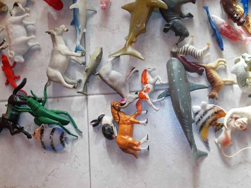 LOTTO 100 animali e dinosauri in plastica morbida e dura 00410