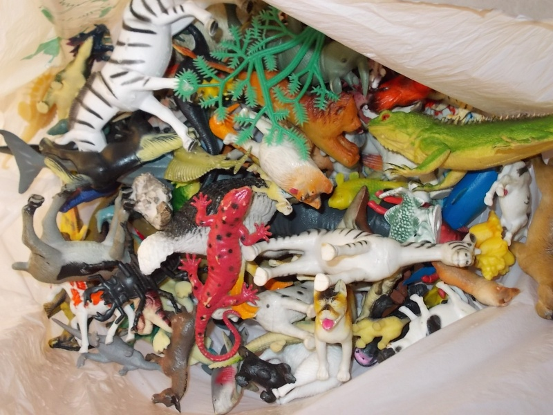 LOTTO 100 animali e dinosauri in plastica morbida e dura 00810