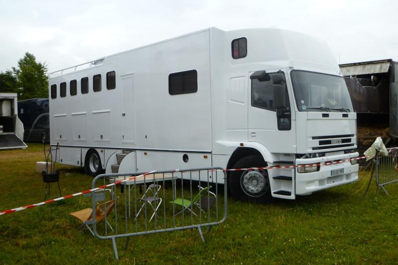 Transports de chevaux - Page 4 Iveco_10