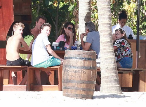 George Clooney & Amal Vacationing In Cabo With Cindy Crawford & Rande Gerber and the boys G-cabo10