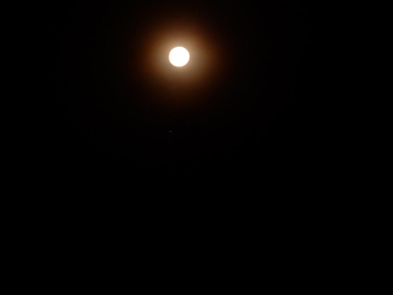 2014: le 12/06 à 22 h 56 - Lumière étrange dans le ciel  - Marseille - Bouches-du-Rhône (dép.13) 22_53_10