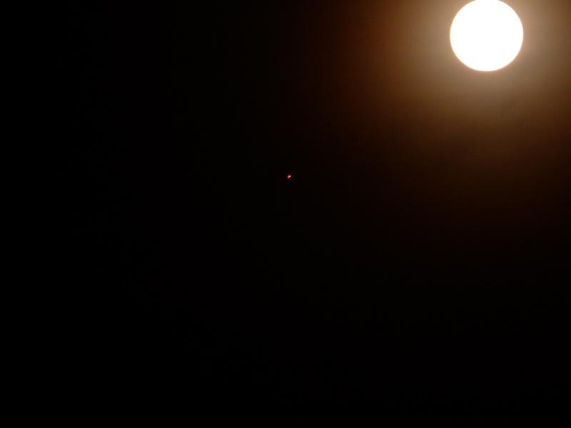 2014: le 12/06 à 22 h 56 - Lumière étrange dans le ciel  - Marseille - Bouches-du-Rhône (dép.13) 22_53_12