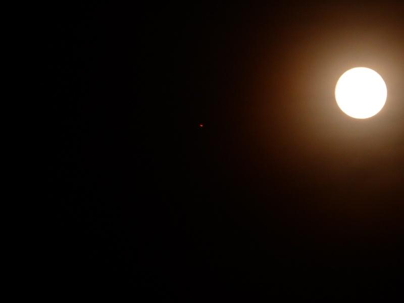 2014: le 12/06 à 22 h 56 - Lumière étrange dans le ciel  - Marseille - Bouches-du-Rhône (dép.13) 22_53_14