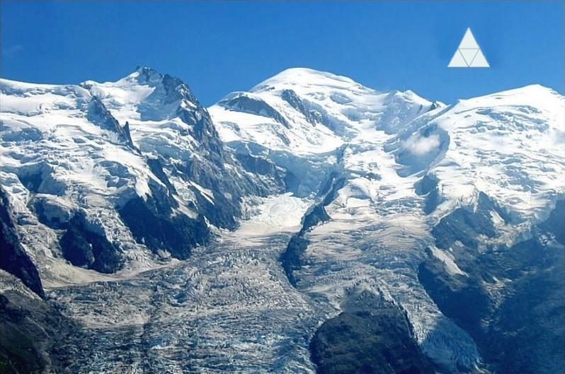 2014: le 04/09 à vers 10 heures du matin - Ovni en Forme de triangle - Chamonix - Haute-Savoie (dép.74) Gouter10