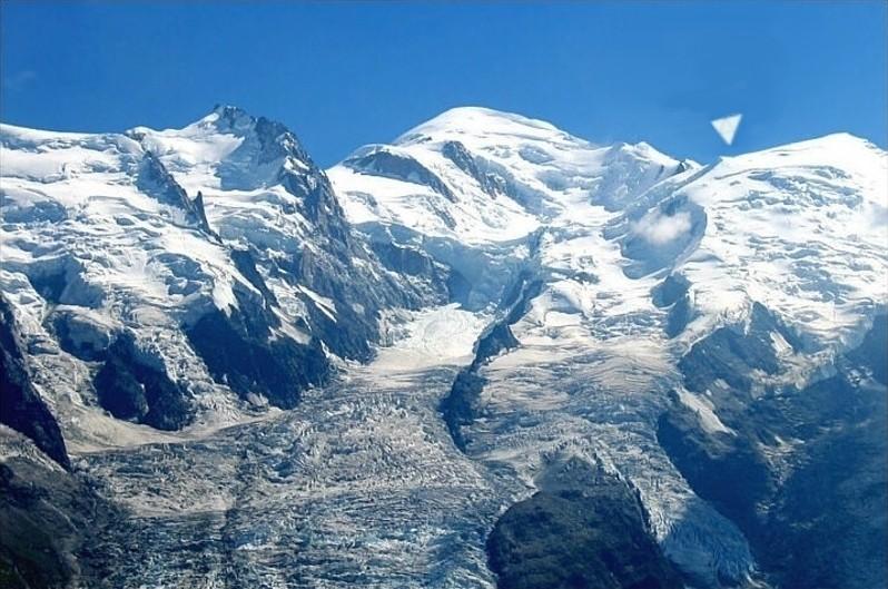 2014: le 04/09 à vers 10 heures du matin - Ovni en Forme de triangle - Chamonix - Haute-Savoie (dép.74) Gouter12