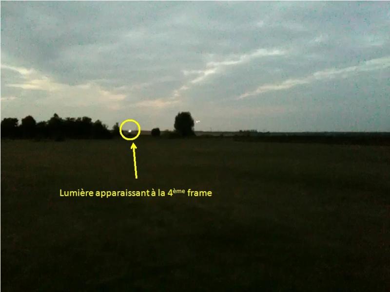 2010: Le 22/07 à 22h00 - Observation 2 gros point lumineux ce déplaçant au dessus d'un champ - Montaure (27) Lumiyr10