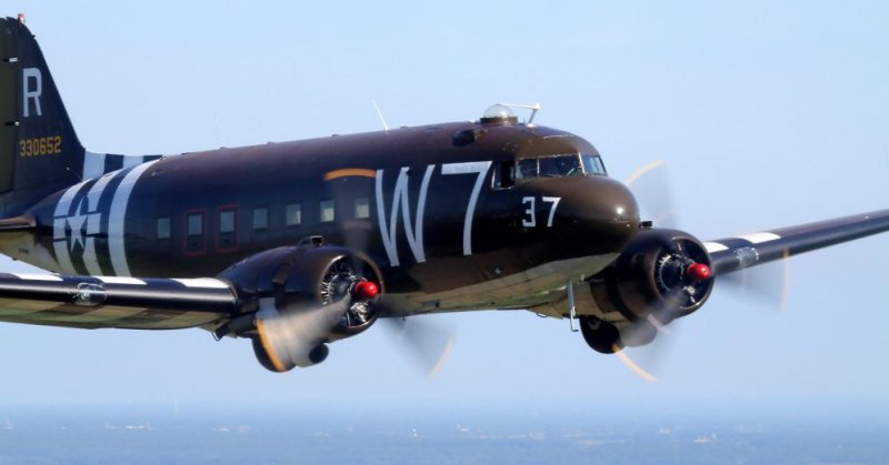 """Douglas C-47A N345AB """"W 7"""" à Rennes le 09 juin 2014 2014_c10"""