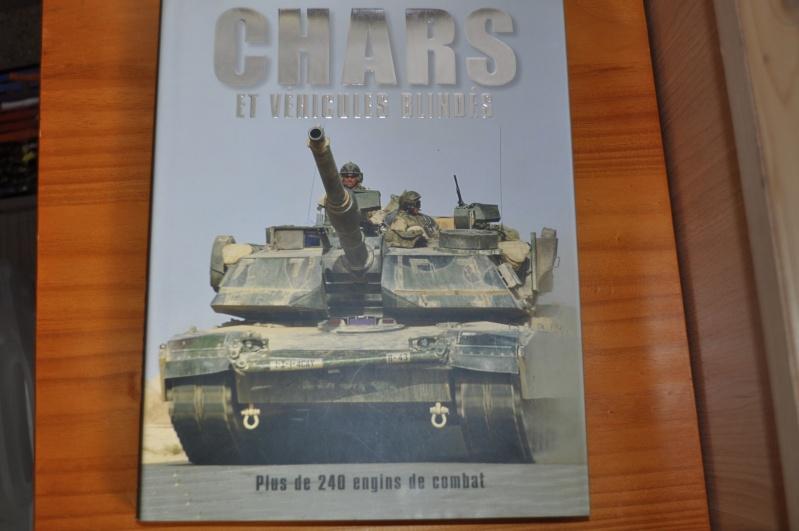 livre de 240 pages sur les blindés neuf Dsc_0032