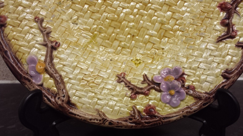 id help on signed majolica plate >>>> possibly signed HJ    20141211