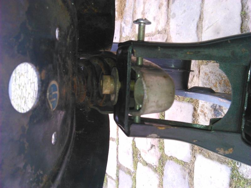 fixer la selle sans porte bagage sur PX Dsc_0016