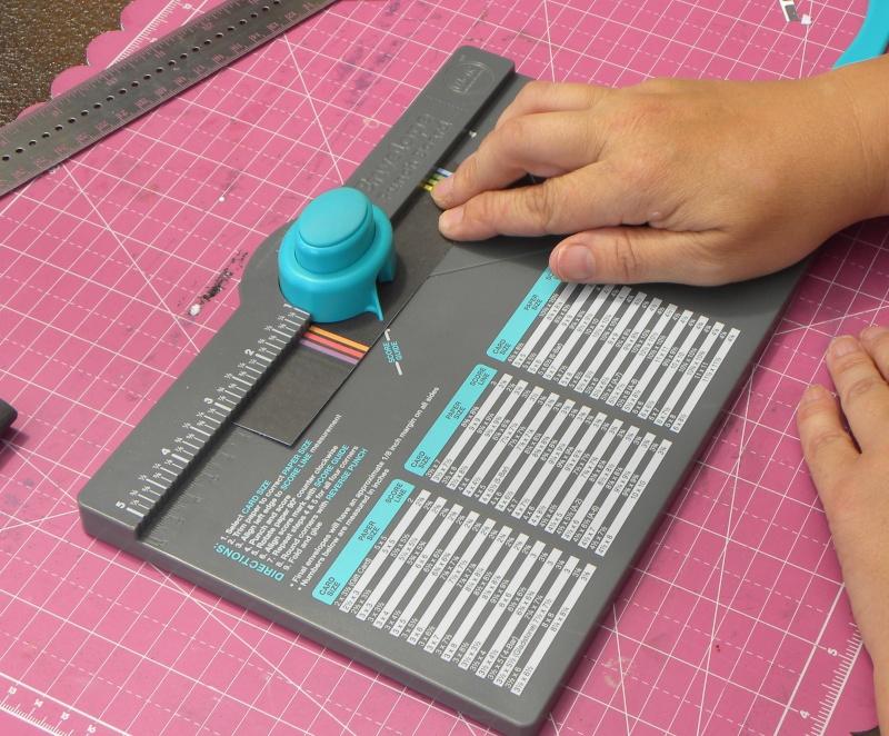 Tuto - Boucles de papier avec l'outil Enveloppe Punch Board Dscn0615