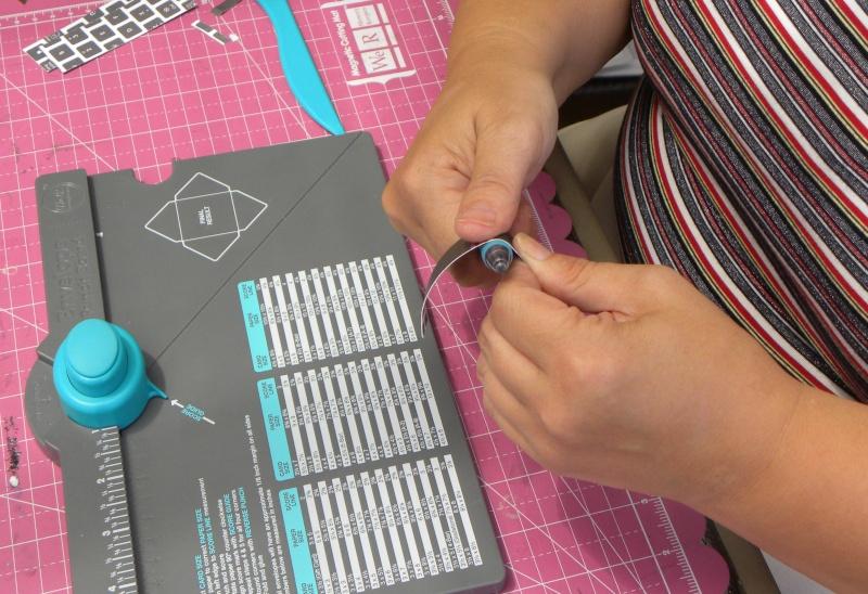 Tuto - Boucles de papier avec l'outil Enveloppe Punch Board Dscn0618