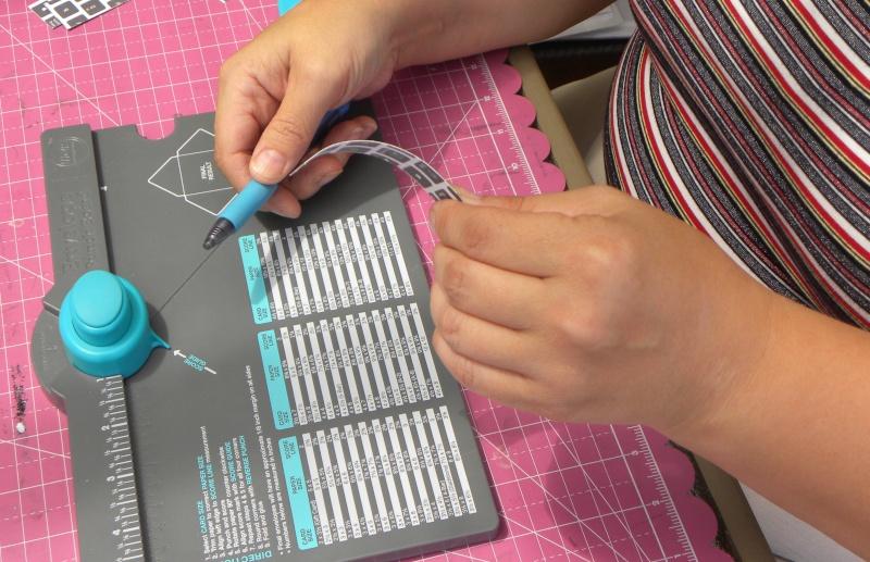 Tuto - Boucles de papier avec l'outil Enveloppe Punch Board Dscn0619