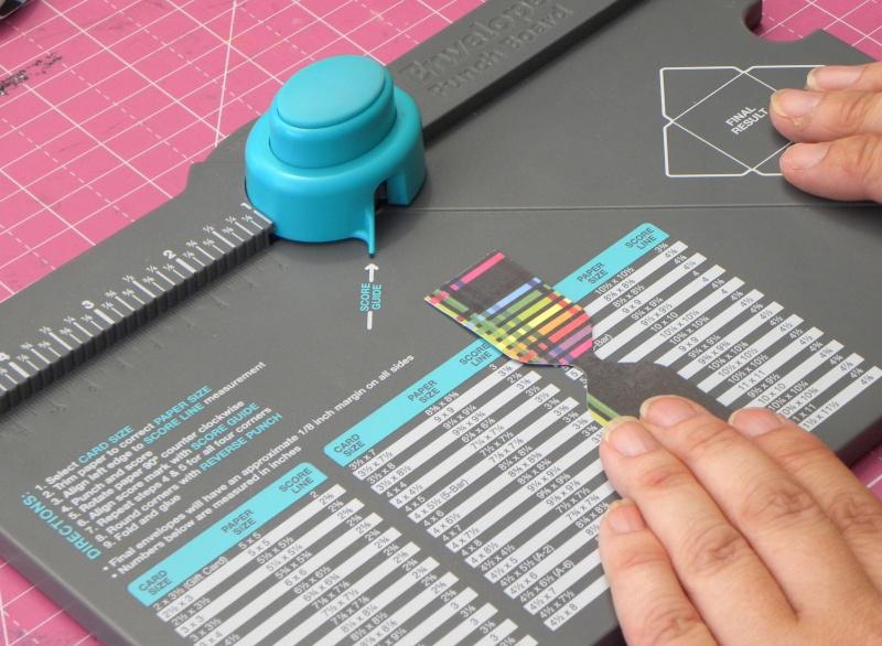 Tuto - Boucles de papier avec l'outil Enveloppe Punch Board Dscn0711