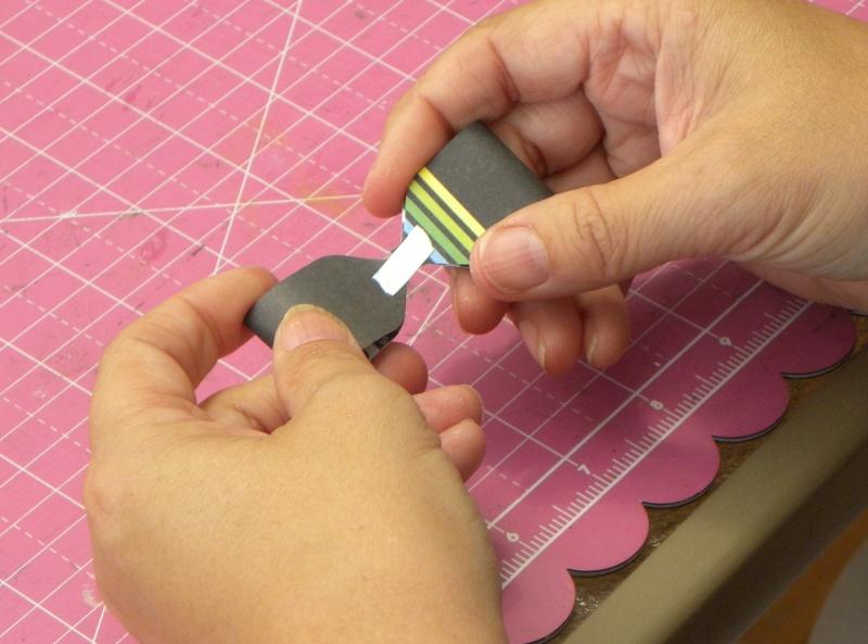 Tuto - Boucles de papier avec l'outil Enveloppe Punch Board Dscn0714