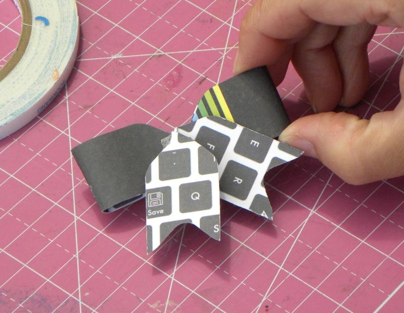 Tuto - Boucles de papier avec l'outil Enveloppe Punch Board Dscn0720