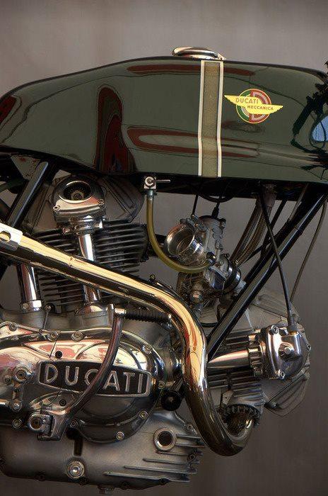Ducati Twins à Couples Coniques : C'est ICI - Page 10 59924710