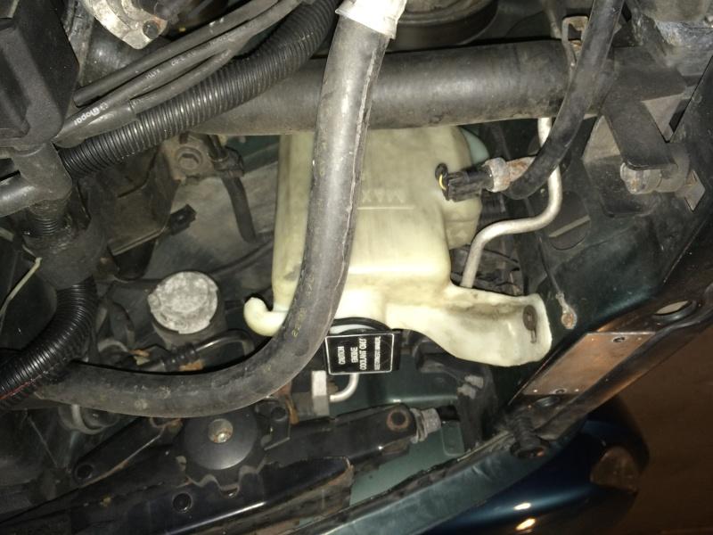Vase d'expansion et moteur essuie glace arr Img_0211