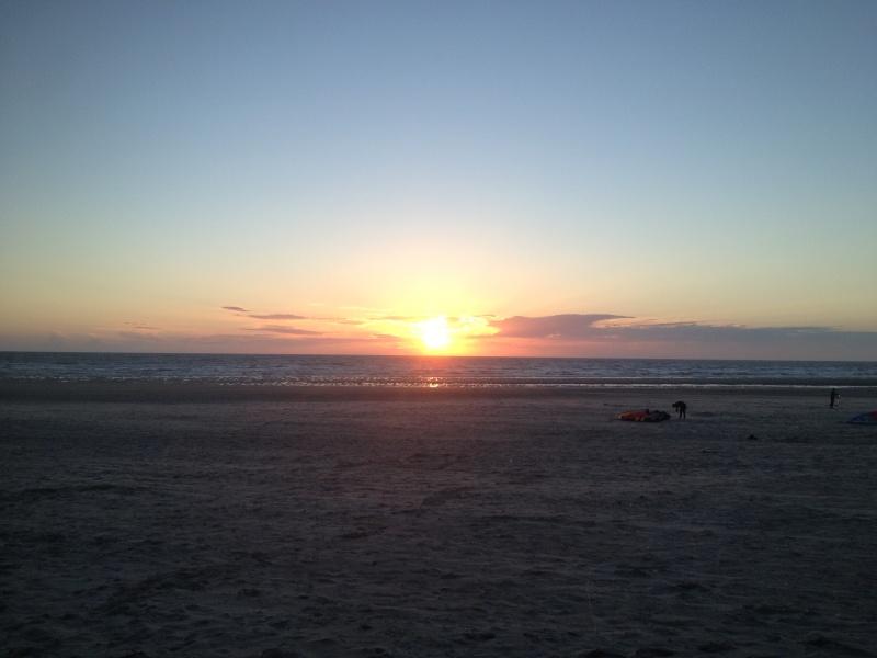 """6 juillet à Berck : """"vautrés sur le sable"""" ou """"kite sub-aquatique""""..?  Img_0710"""