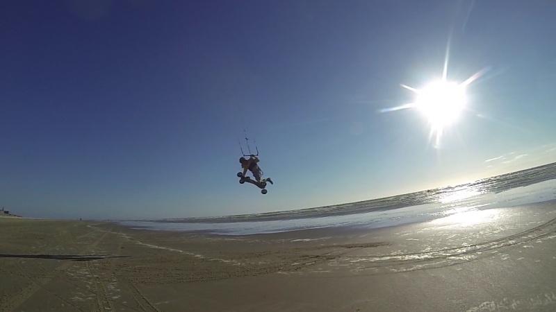 """6 juillet à Berck : """"vautrés sur le sable"""" ou """"kite sub-aquatique""""..?  Vlcsna20"""