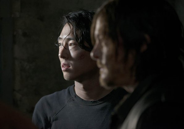 Pages d'informations et de liens en tout genre sur la saison 5 de The Walking Dead Glenn_12