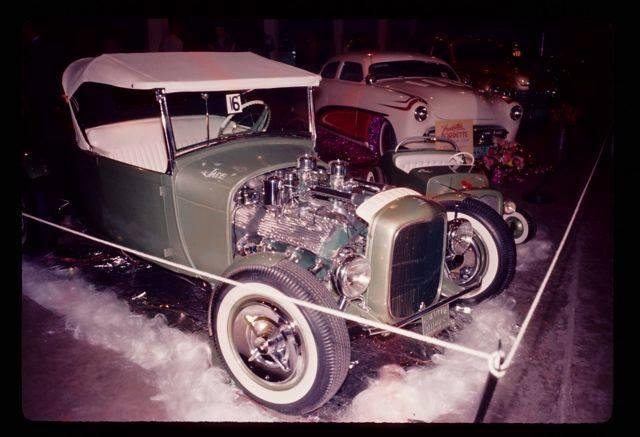 Vintage Car Show - Page 5 10345813