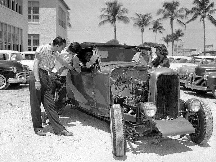"Hot rod in street - Vintage pics - ""Photos rétros"" -  - Page 3 10384011"