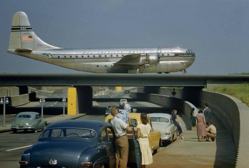 Avions 1950's, futuristes et vaisseaux spaciaux - Vintage Spaceships, Starships and futuristic planes.  10429210