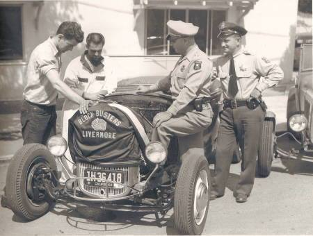 "Hot rod in street - Vintage pics - ""Photos rétros"" -  - Page 3 10712810"
