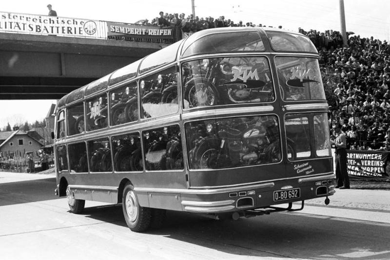 Transport de véhicules. 15046511
