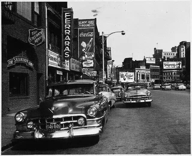 Rues fifties et sixties avec autos - 1950's & 1960's streets with cars - Page 2 19583910