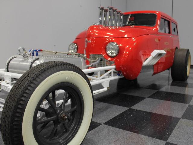 Slingshot & vintage dragster  24342810