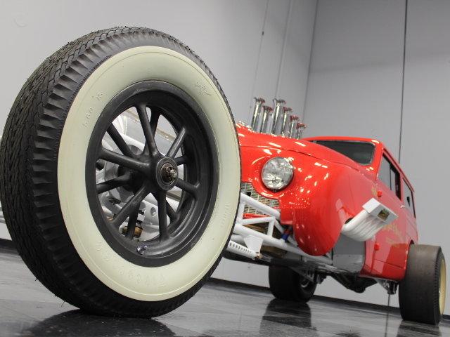 Slingshot & vintage dragster  24343110