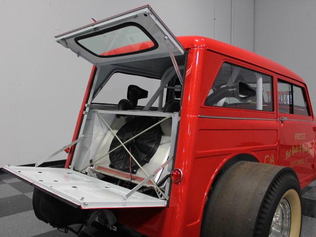 Slingshot & vintage dragster  24343810