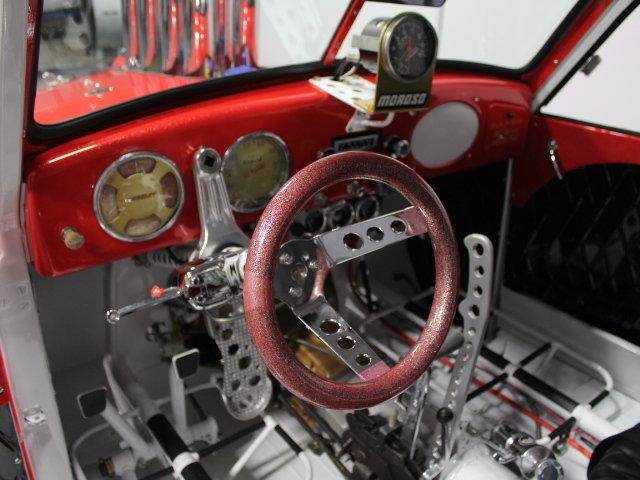 Slingshot & vintage dragster  24344510