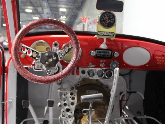 Slingshot & vintage dragster  24344710