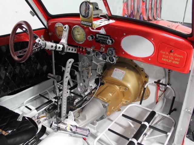 Slingshot & vintage dragster  24345810
