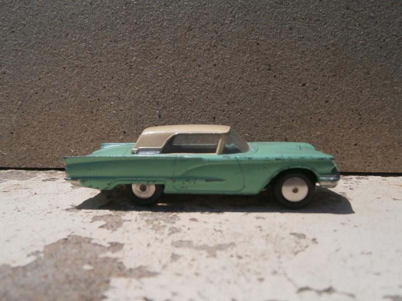 Classics Cars Corgi 1/43 scale P6200021
