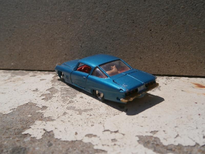 Classics Cars Corgi 1/43 scale P6200023