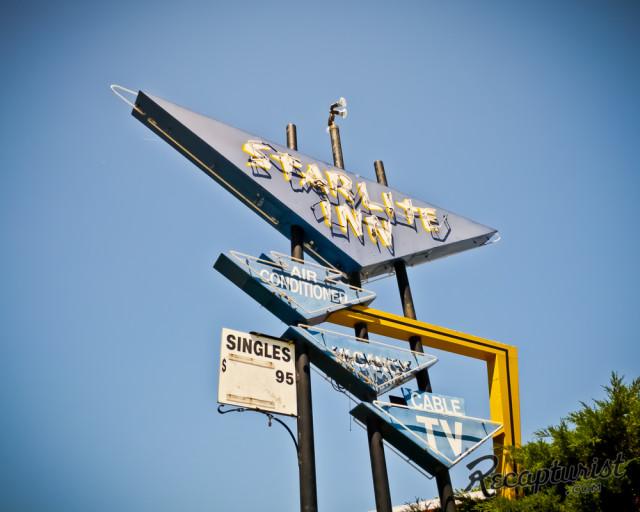 Recapturist - photos d'enseignes néons et bâtiments - vintage sign pics 1950's USA Starli10