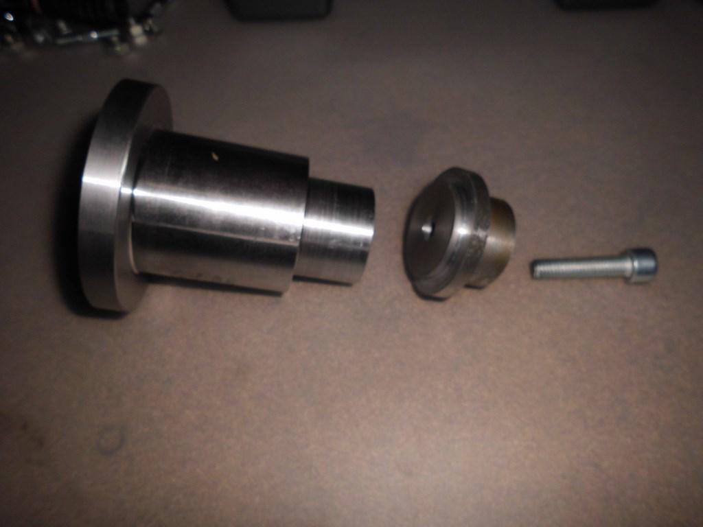 Les calibres pour régler la profondeur du pignon d'attaque Dsci0910