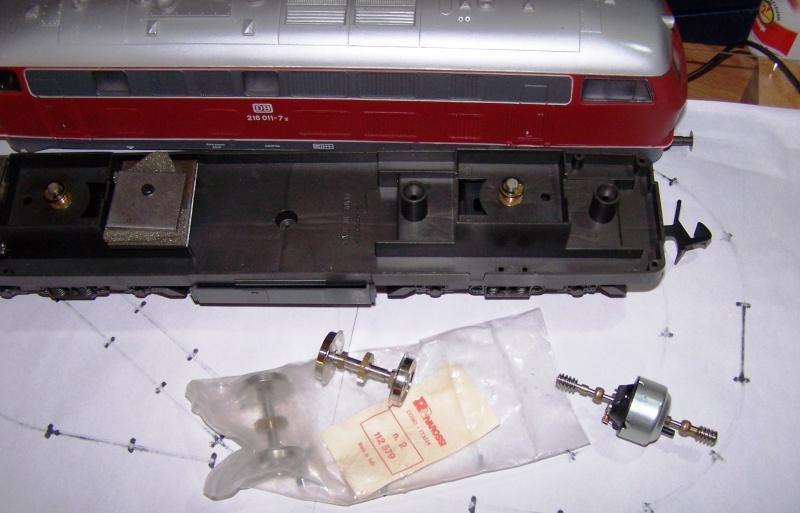 Essai de montage d'un 2ème moteur sur la BR216 Rivarossi Br216_10